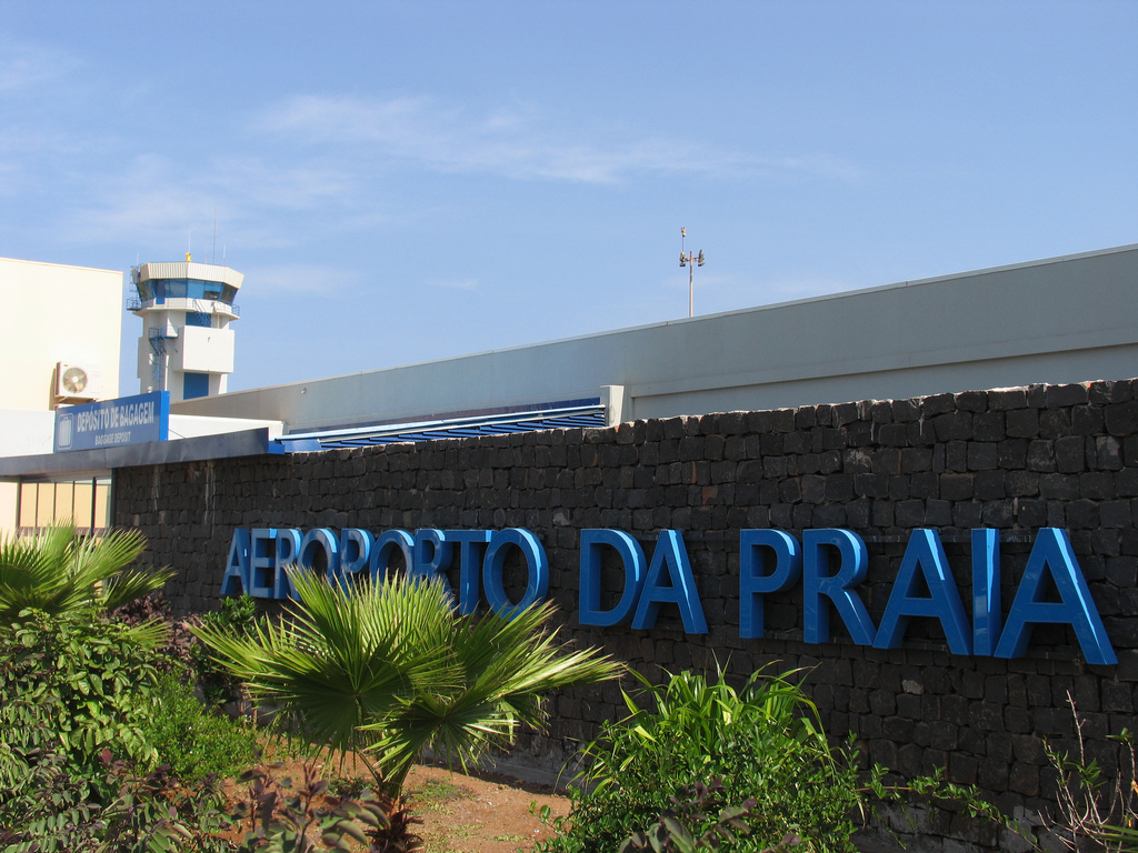 Aeroporto Beira Da Praia : Homem morre na placa do aeroporto da praia dtudo pouco